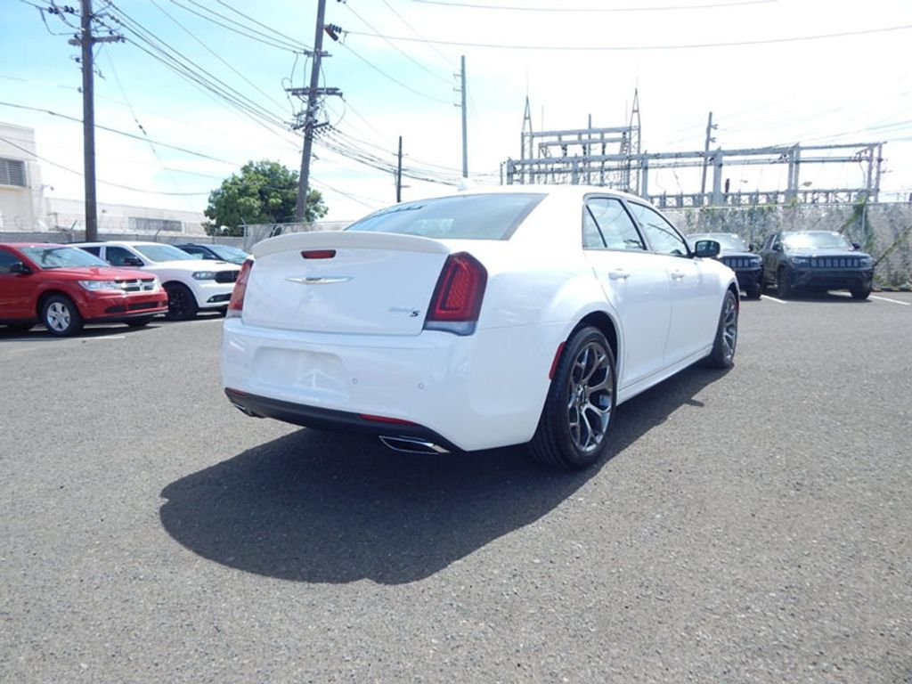 2018 Chrysler 300 S - 17760946 - 4