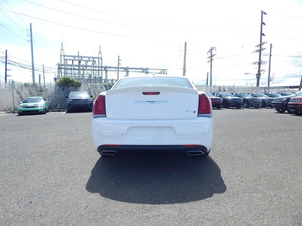 2018 Chrysler 300 S - 17760946 - 5
