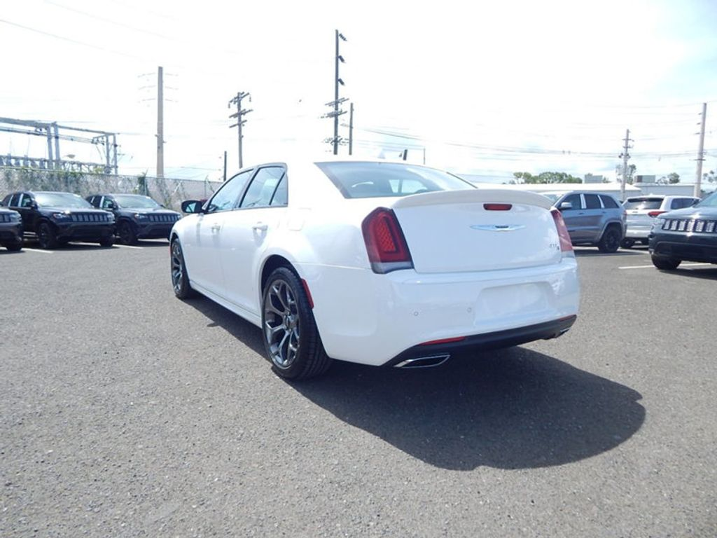 2018 Chrysler 300 S - 17760946 - 6