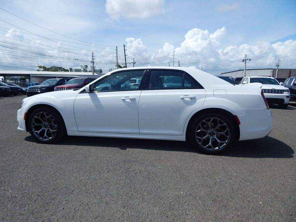 2018 Chrysler 300 S - 17760946 - 7