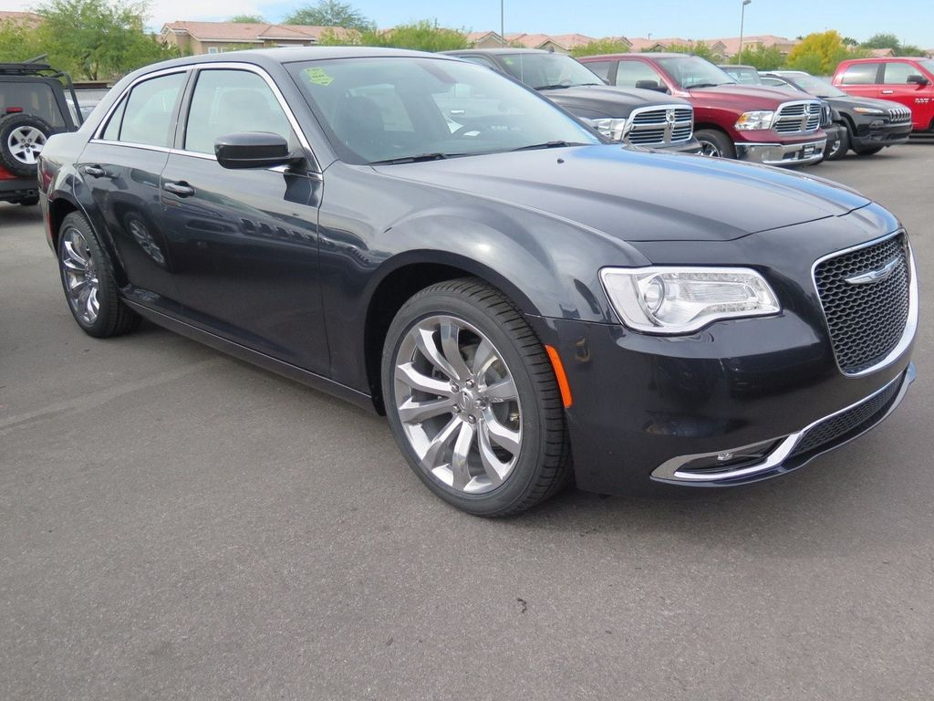 2018 Chrysler 300 Touring - 16964646 - 2