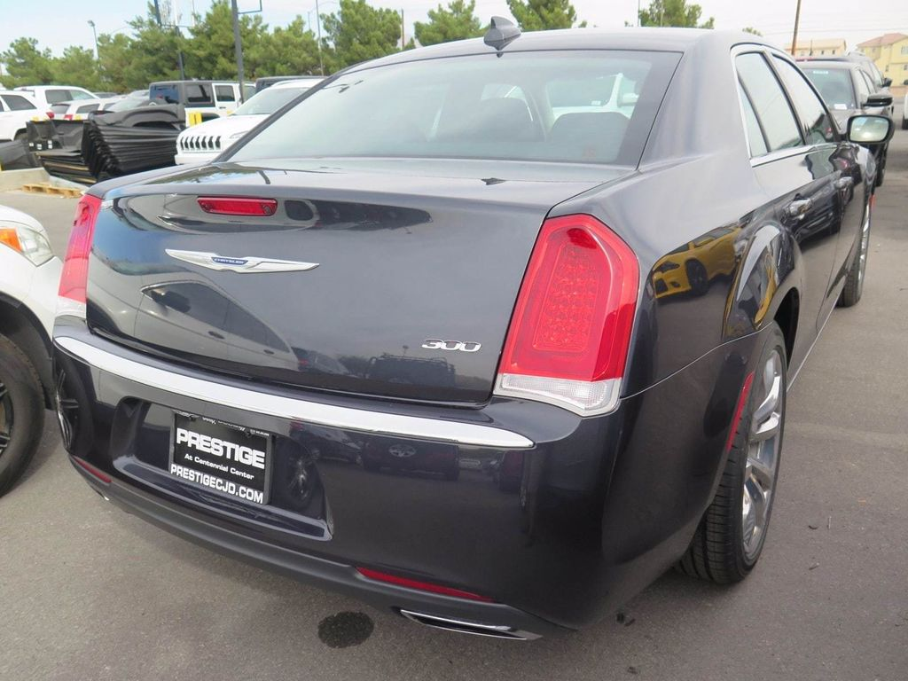 2018 Chrysler 300 Touring - 16964646 - 3