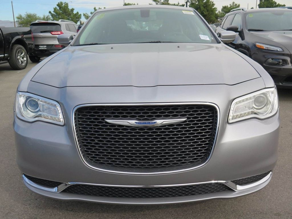 2018 Chrysler 300 Touring - 16968981 - 1