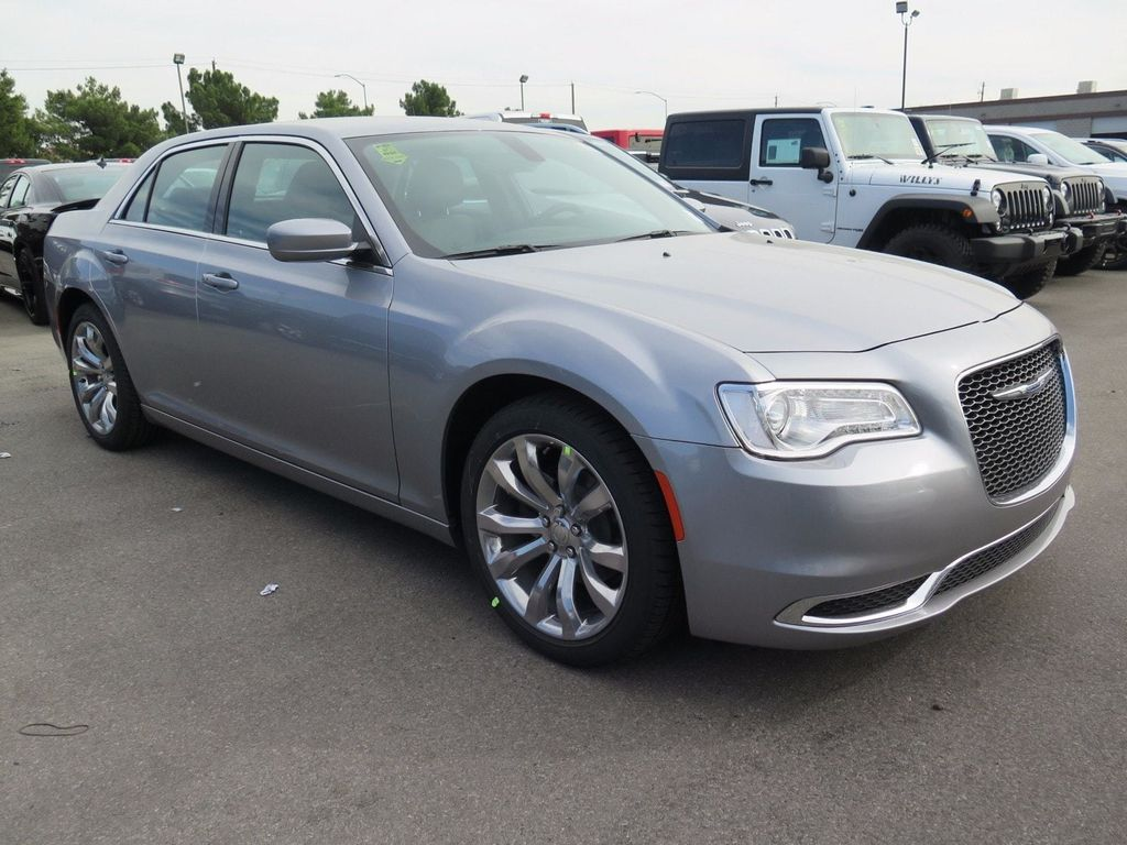 2018 Chrysler 300 Touring - 16968981 - 2