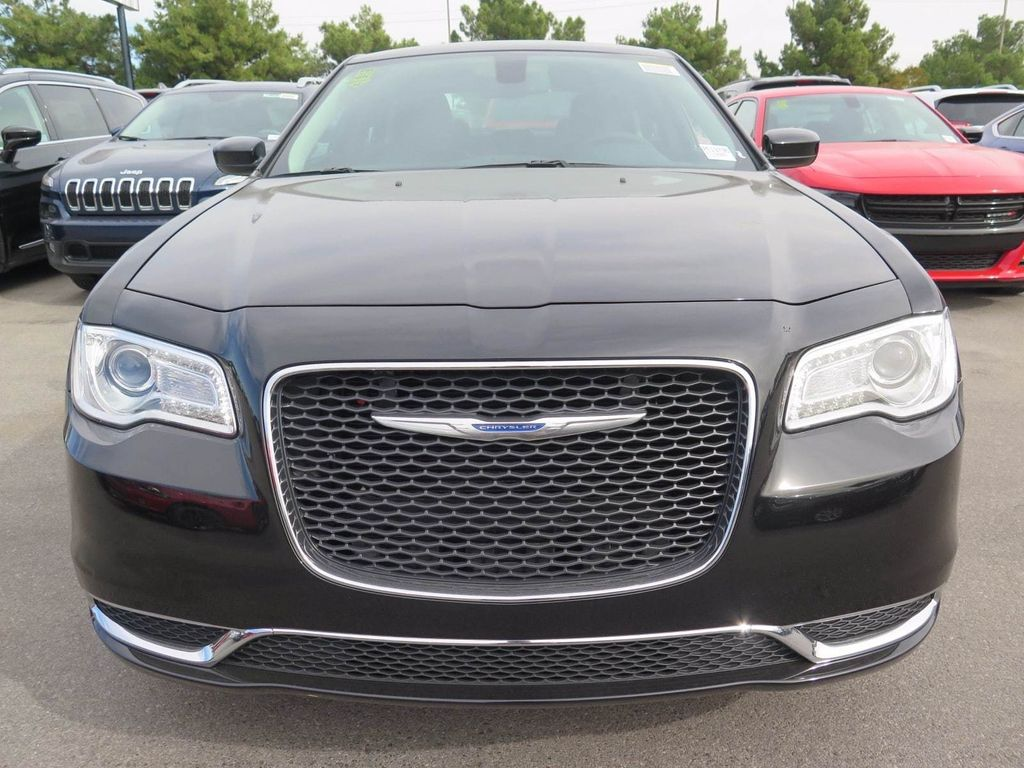 2018 Chrysler 300 Touring - 16969034 - 1
