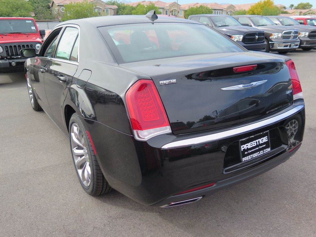 2018 Chrysler 300 Touring - 16969034 - 3