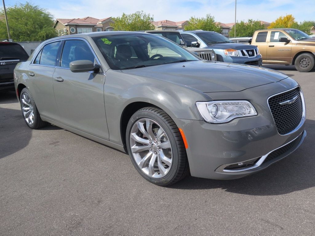 2018 Chrysler 300 Touring - 16977930 - 2