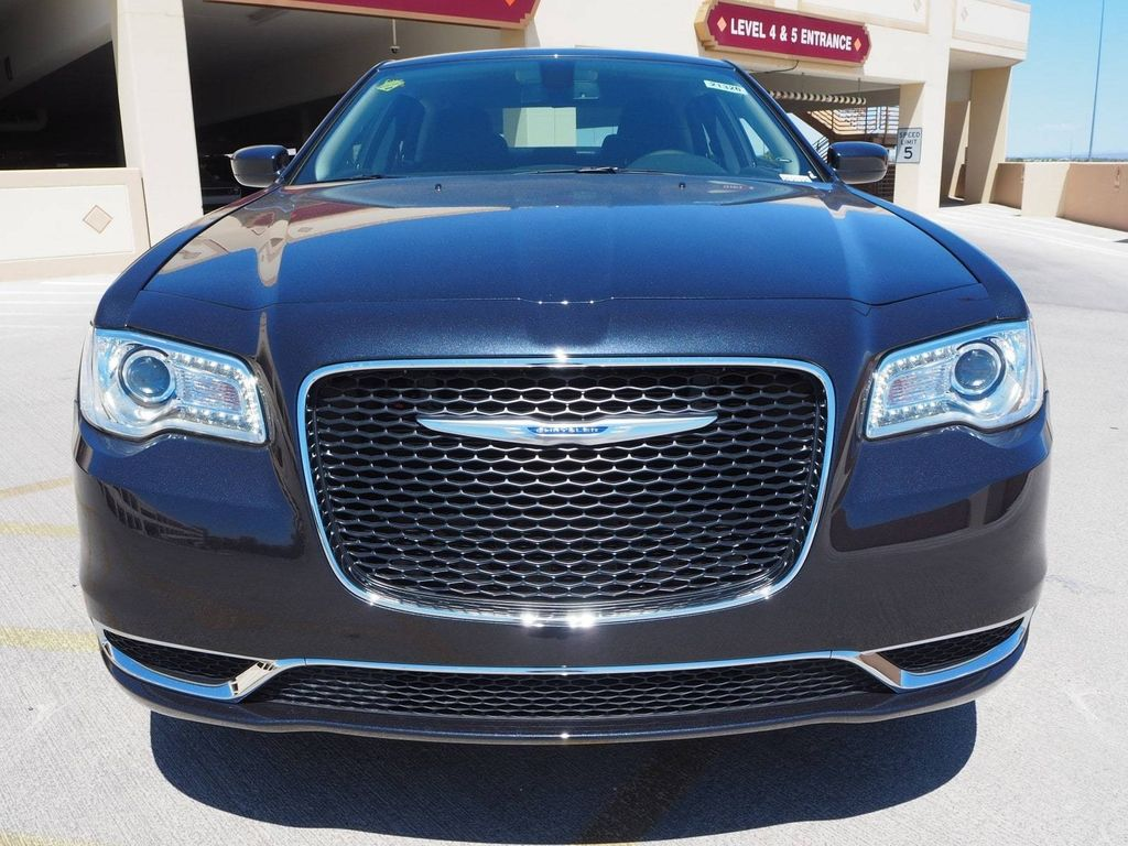 2018 Chrysler 300 Touring AWD - 17790983 - 1