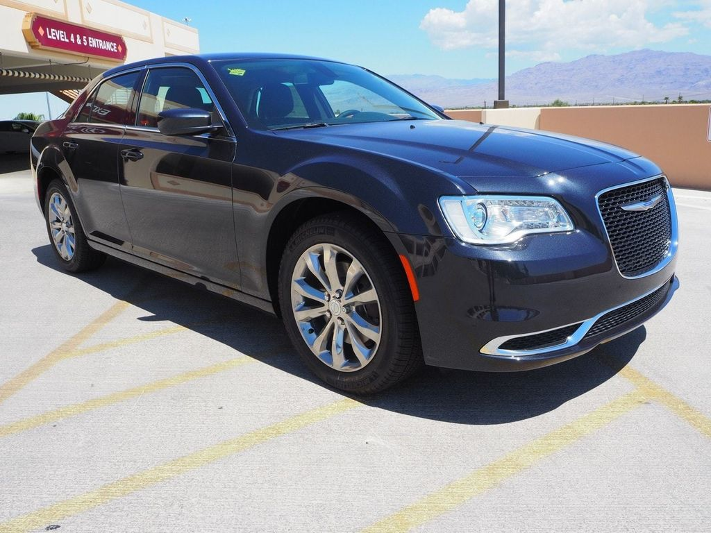 2018 Chrysler 300 Touring AWD - 17790983 - 2