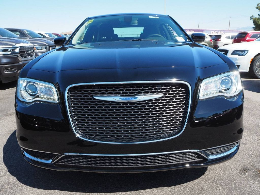 2018 Chrysler 300 Touring AWD - 17795240 - 1