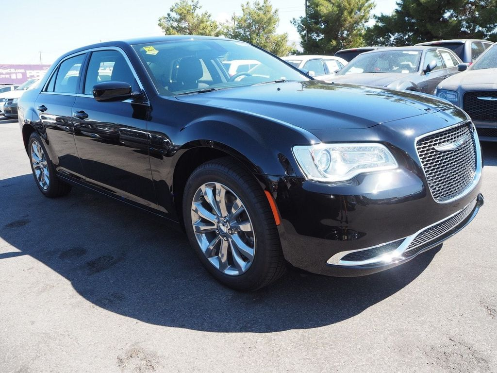 2018 Chrysler 300 Touring AWD - 17795240 - 2