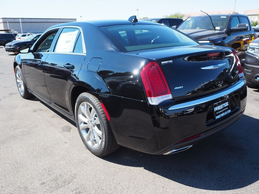 2018 Chrysler 300 Touring AWD - 17795240 - 3
