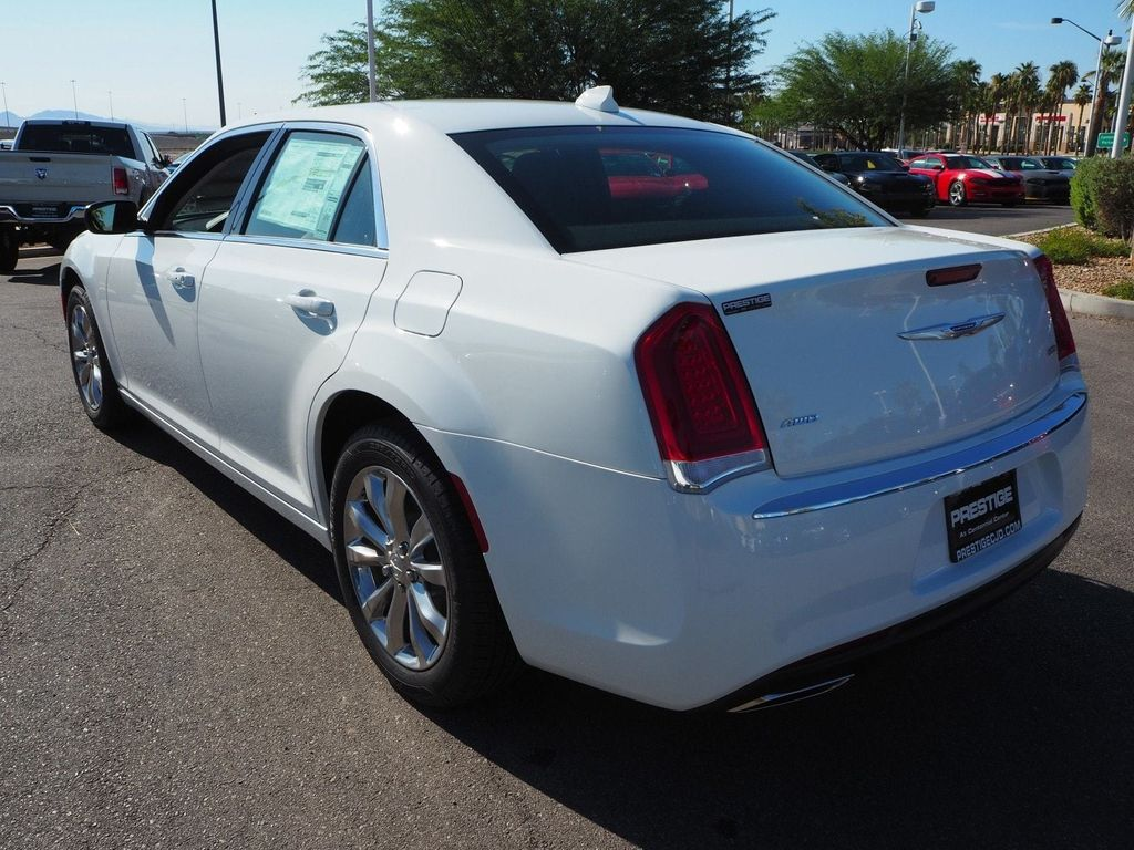 2018 Chrysler 300 Touring AWD - 17804523 - 3