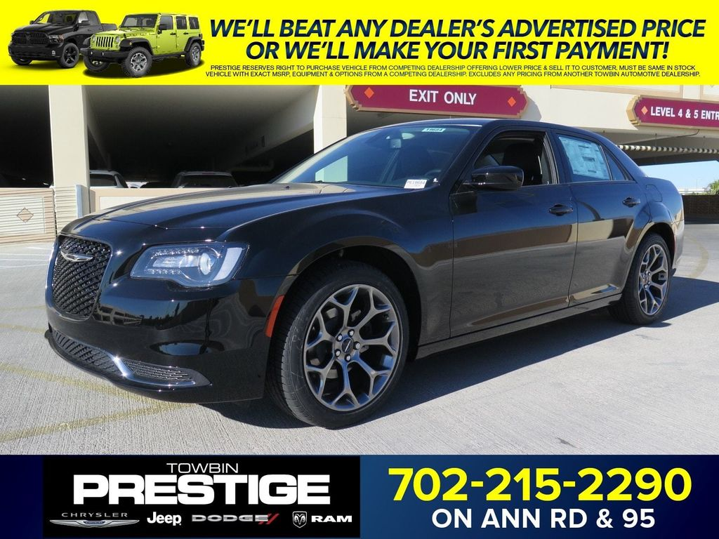 2018 Chrysler 300 Touring RWD - 16998930 - 0