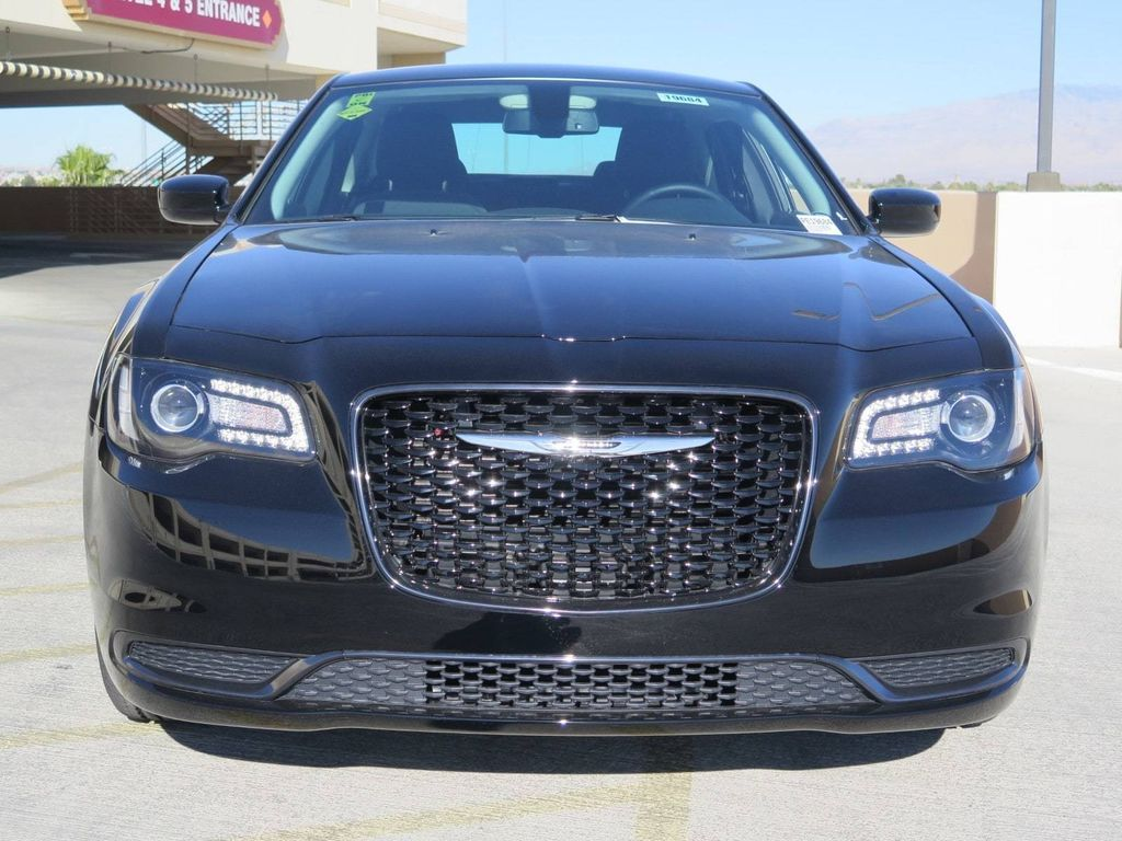 2018 Chrysler 300 Touring RWD - 16998930 - 1