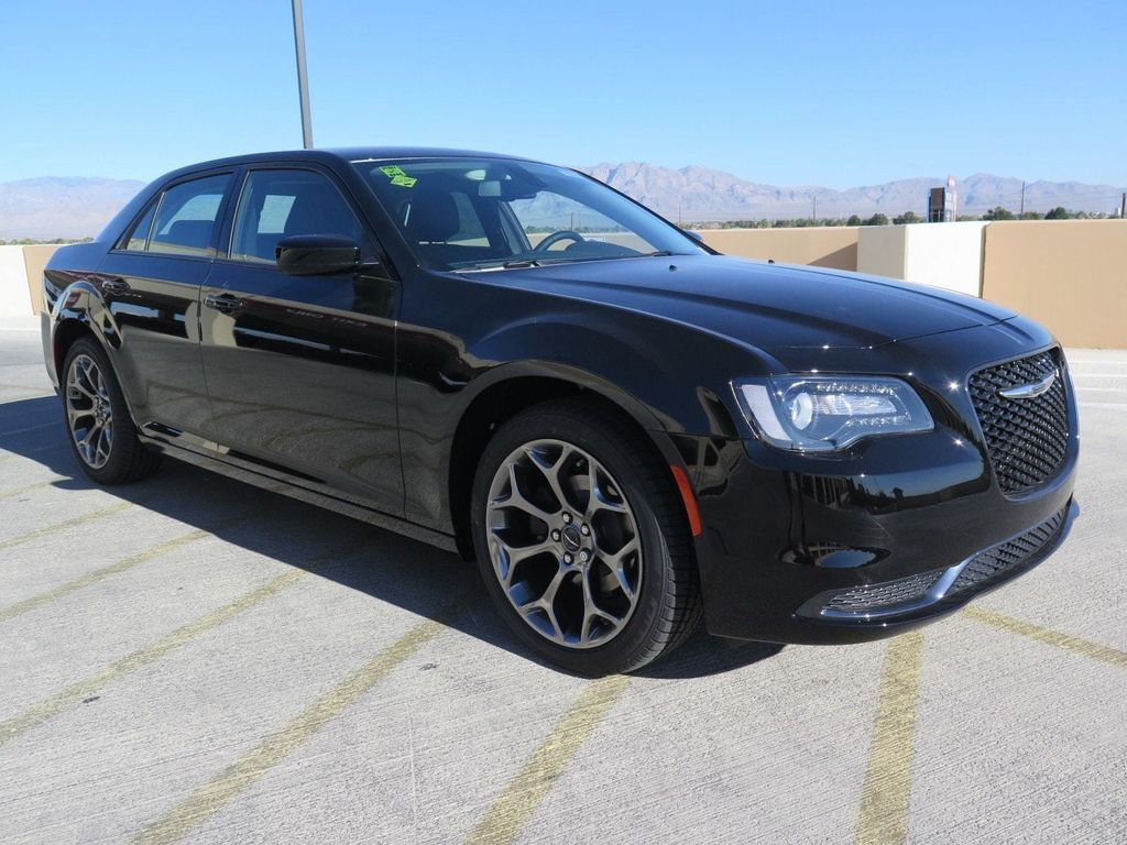 2018 Chrysler 300 Touring RWD - 16998930 - 2