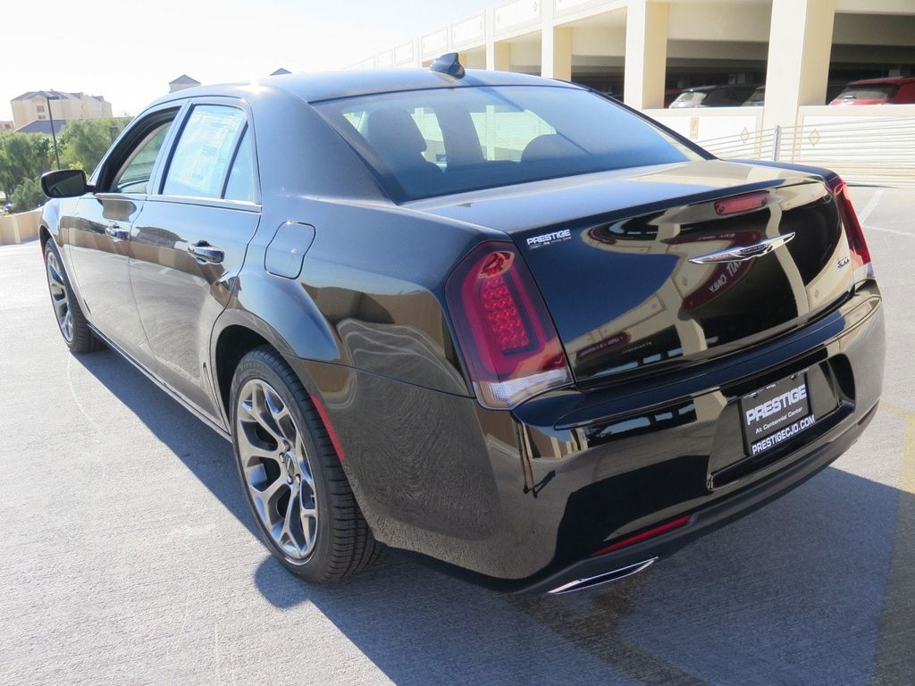 2018 Chrysler 300 Touring RWD - 16998930 - 3