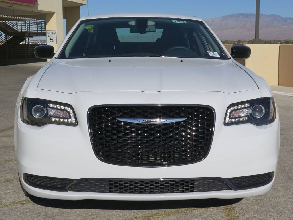 2018 Chrysler 300 Touring RWD - 16998934 - 1