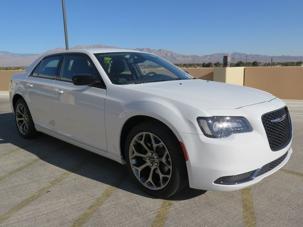 2018 Chrysler 300 Touring RWD - 16998934 - 2