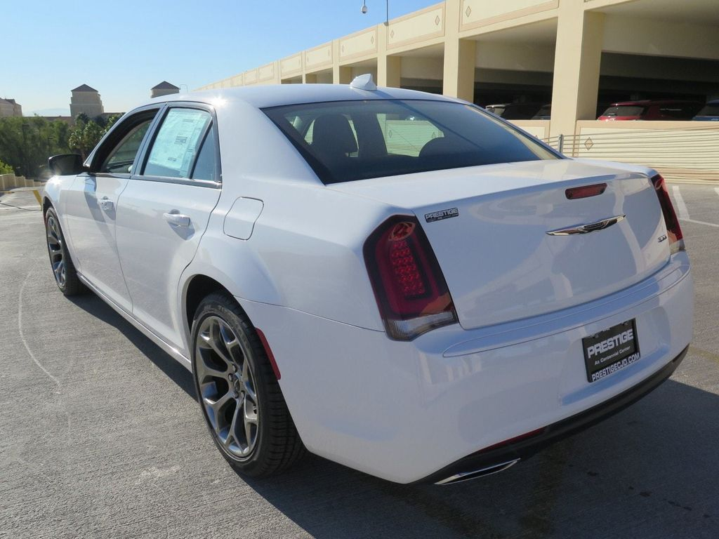 2018 Chrysler 300 Touring RWD - 16998934 - 3