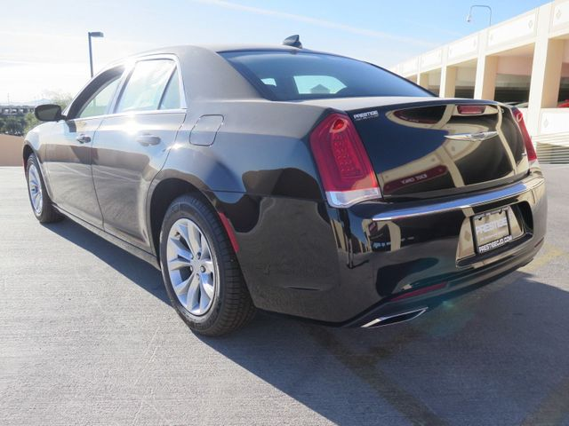 2018 Chrysler 300 Touring RWD - 17017592 - 3