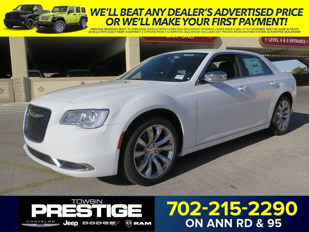2018 Chrysler 300 Touring RWD - 17033961 - 0