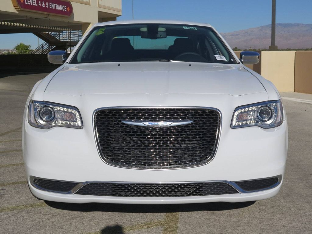 2018 Chrysler 300 Touring RWD - 17033961 - 1