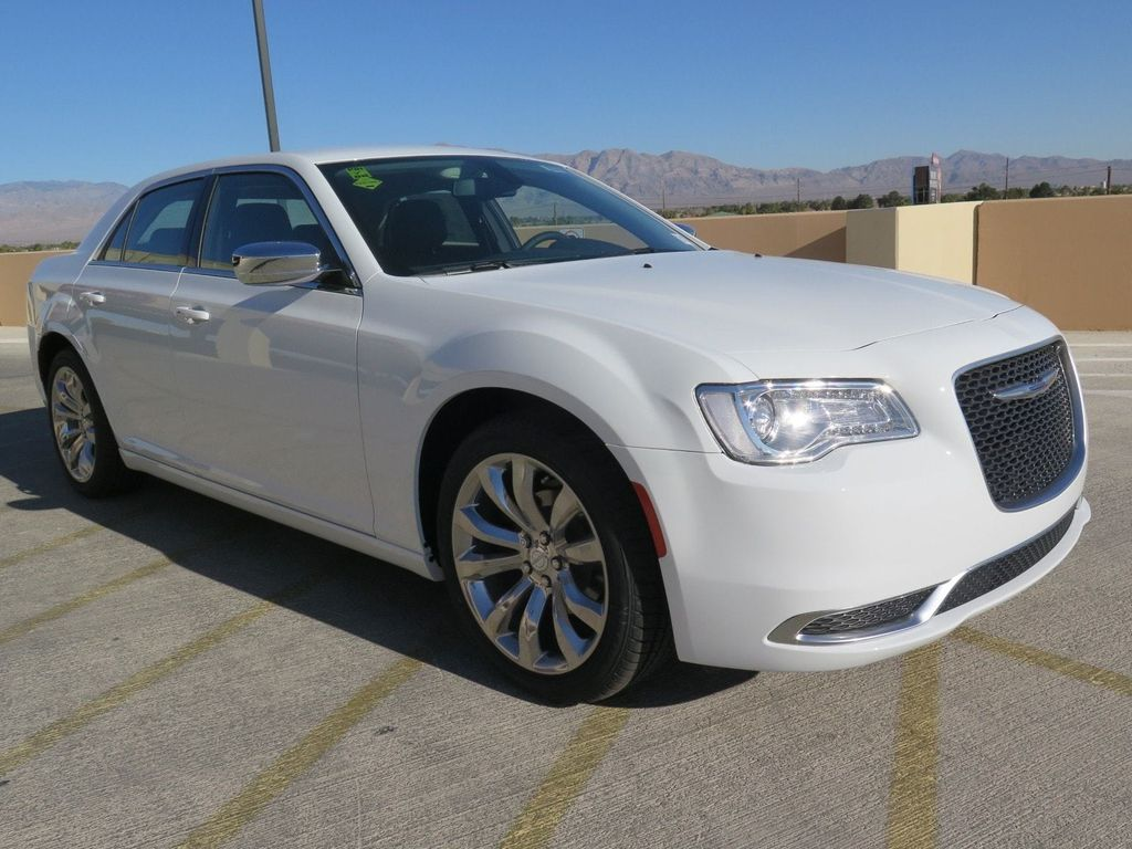 2018 Chrysler 300 Touring RWD - 17033961 - 2