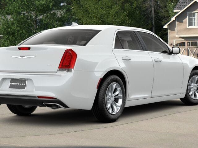 2018 Chrysler 300 Touring RWD - 17564562 - 1
