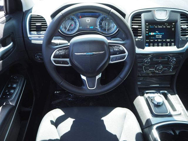 2018 Chrysler 300 Touring RWD - 17579728 - 7