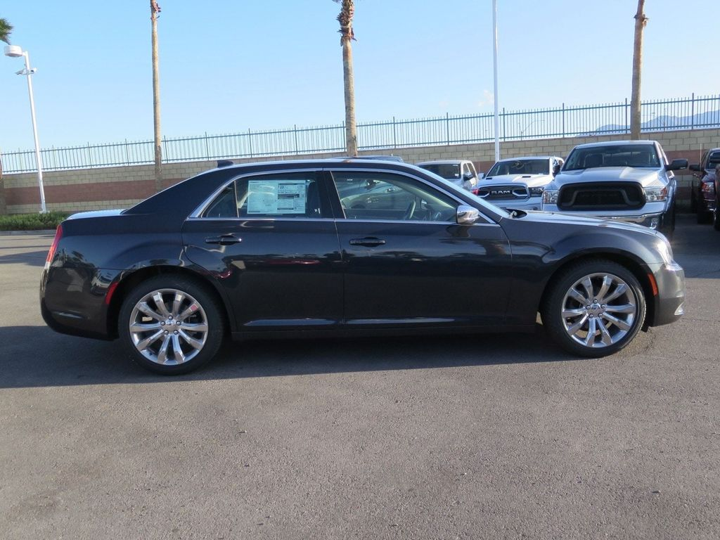 2018 Chrysler 300 Touring RWD - 17587214 - 3