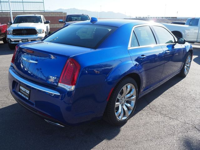 2018 Chrysler 300 Touring RWD - 17587215 - 3