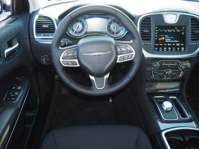 2018 Chrysler 300 Touring RWD - 17587215 - 7