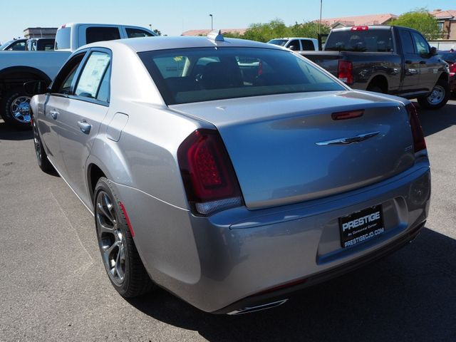 2018 Chrysler 300 Touring RWD - 17592215 - 3