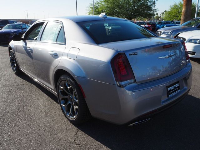 2018 Chrysler 300 Touring RWD - 17602325 - 3