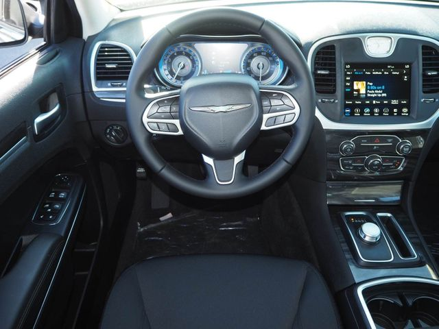 2018 Chrysler 300 Touring RWD - 17602325 - 7