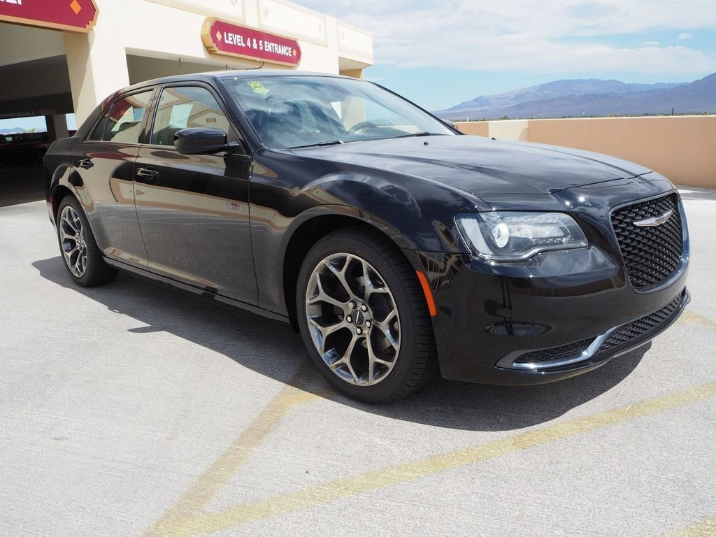 2018 Chrysler 300 Touring RWD - 17614409 - 2