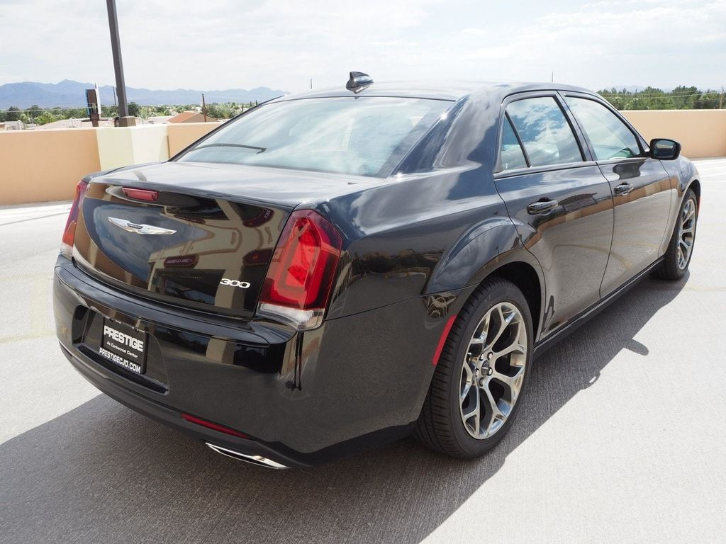 2018 Chrysler 300 Touring RWD - 17614409 - 3