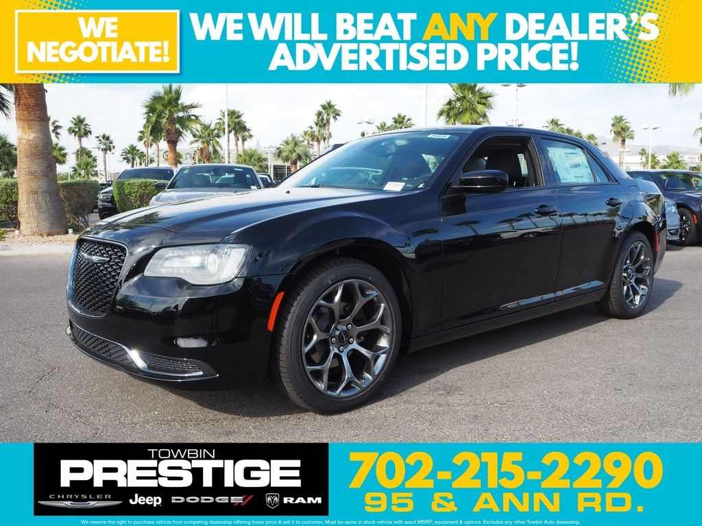 2018 Chrysler 300 Touring RWD - 17619744 - 0