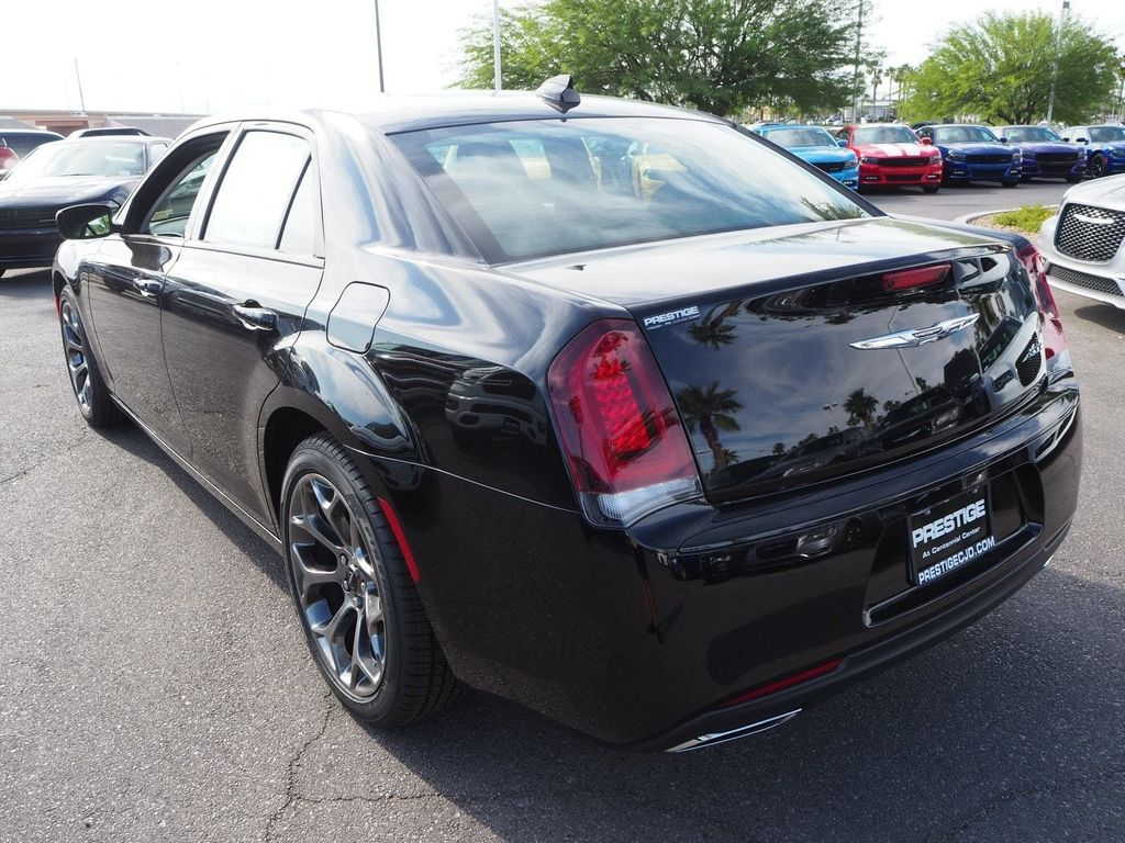 2018 Chrysler 300 Touring RWD - 17619744 - 3