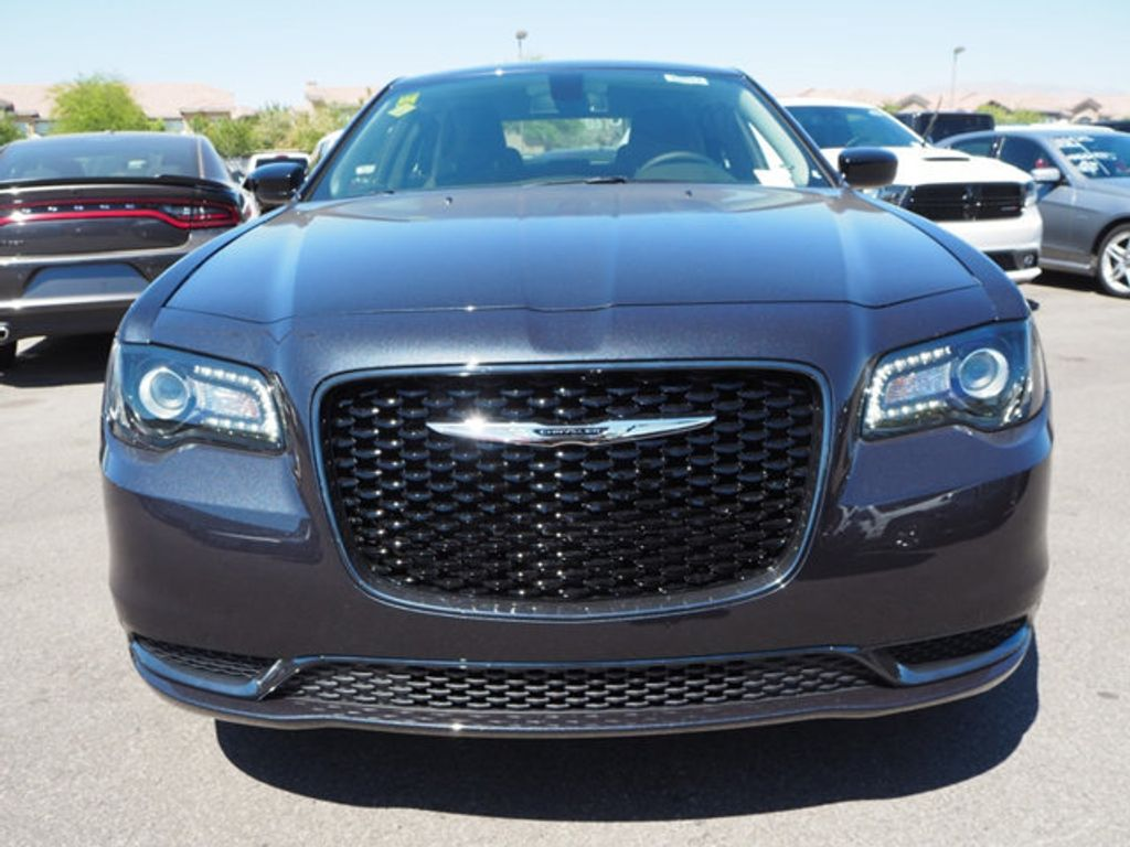 2018 Chrysler 300 Touring RWD - 17664523 - 1