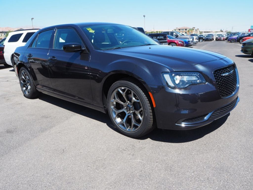 2018 Chrysler 300 Touring RWD - 17664523 - 2