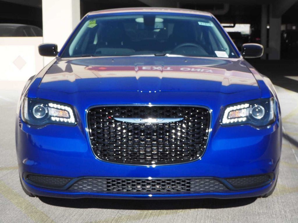 2018 Chrysler 300 Touring RWD - 17713399 - 1