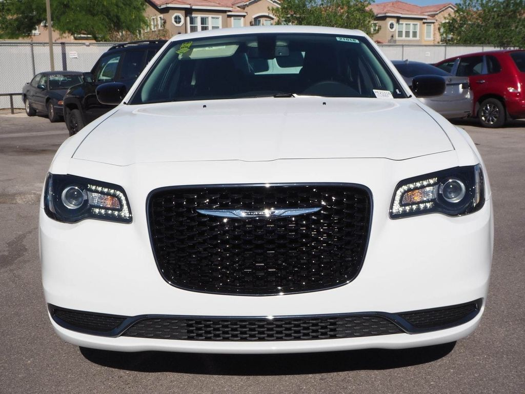 2018 Chrysler 300 Touring RWD - 17713400 - 1