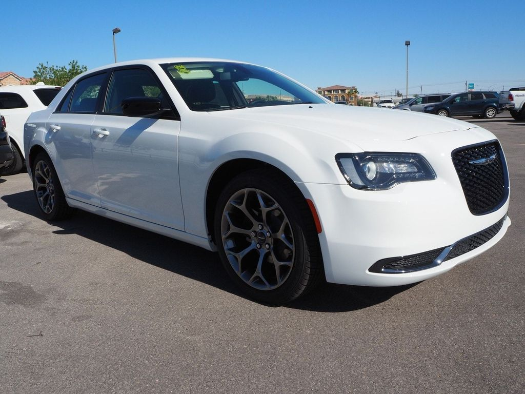 2018 Chrysler 300 Touring RWD - 17713400 - 2