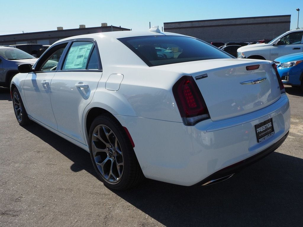 2018 Chrysler 300 Touring RWD - 17713400 - 3