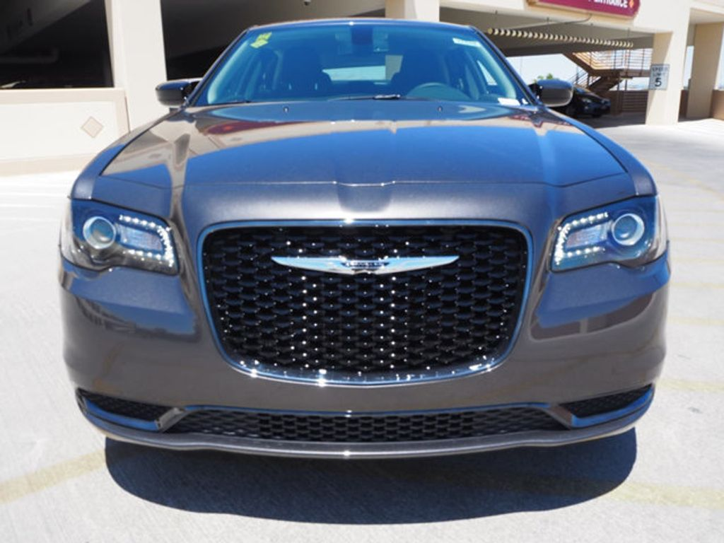 2018 Chrysler 300 Touring RWD - 17721482 - 1