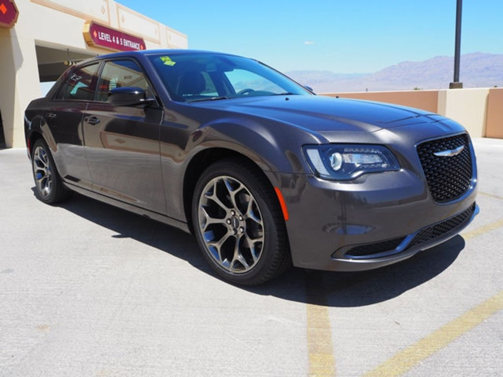 2018 Chrysler 300 Touring RWD - 17721482 - 2