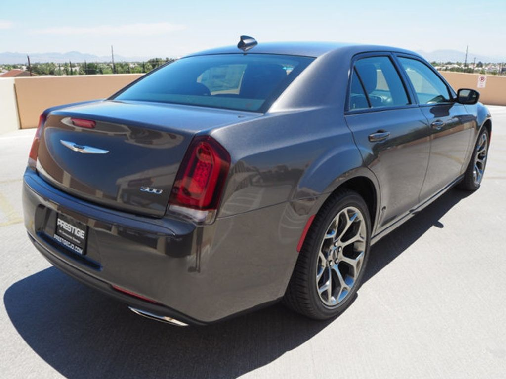 2018 Chrysler 300 Touring RWD - 17721482 - 3