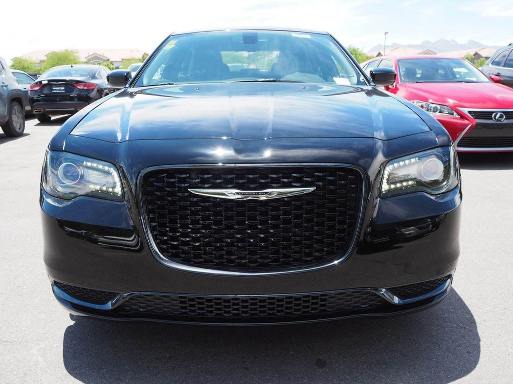 2018 Chrysler 300 Touring RWD - 17721483 - 1